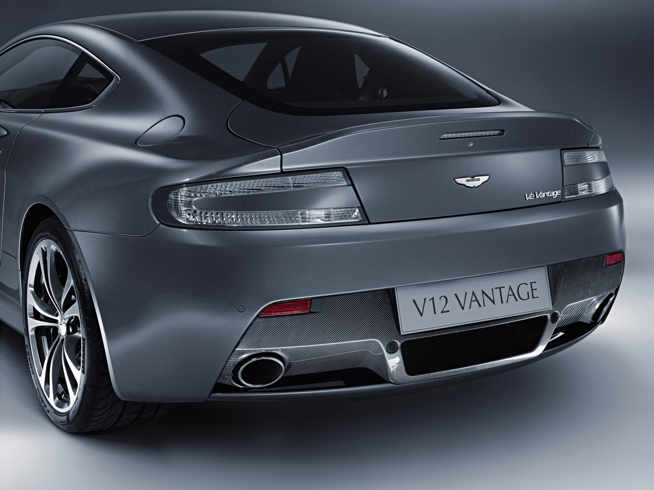 tyres and wheels for aston martin v12 vantage prices and. Black Bedroom Furniture Sets. Home Design Ideas